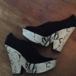 Super cute size 10 shoes